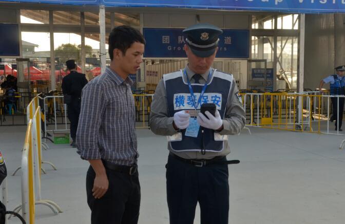 手持式身份证阅读器在使用现场